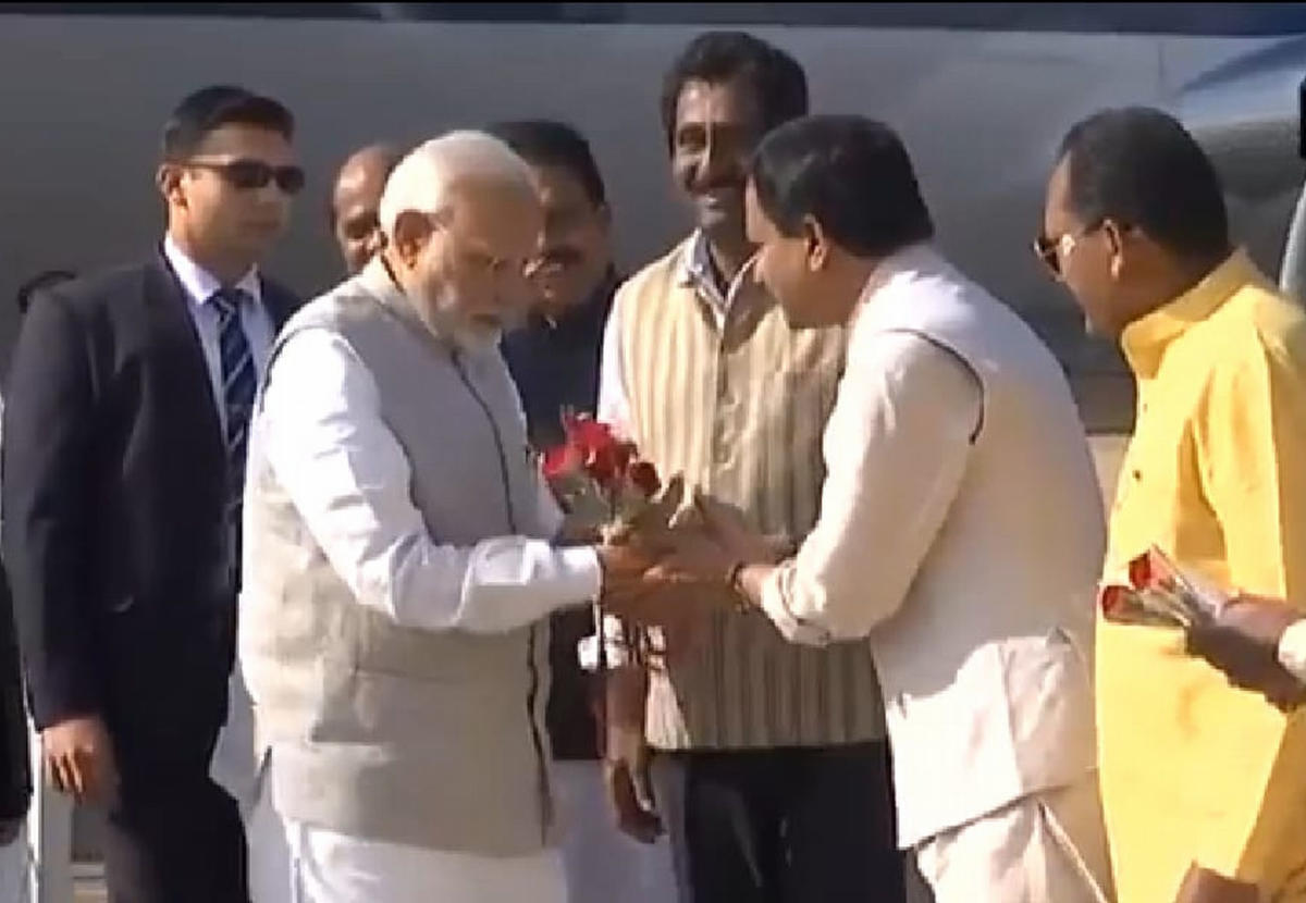 Bidar MP Bhagwant Khuba welcomes Prime Minister Narendra Modi by presenting him a bouquet at IAF airport in Bidar on Wednesday. Ministers Bandeppa Kashempur, Rajashekar Patil and Rahim Khan are seen.