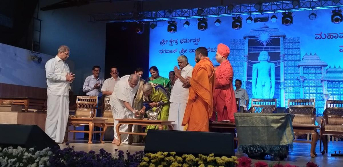 Former Prime Minister H D Deve Gowda's wife Chennamma Deve Gowda lights the lamp to mark the inauguration of Santha Sammelana held as a part of Mahamastakabhisheka, at Dharmasthala on Friday.