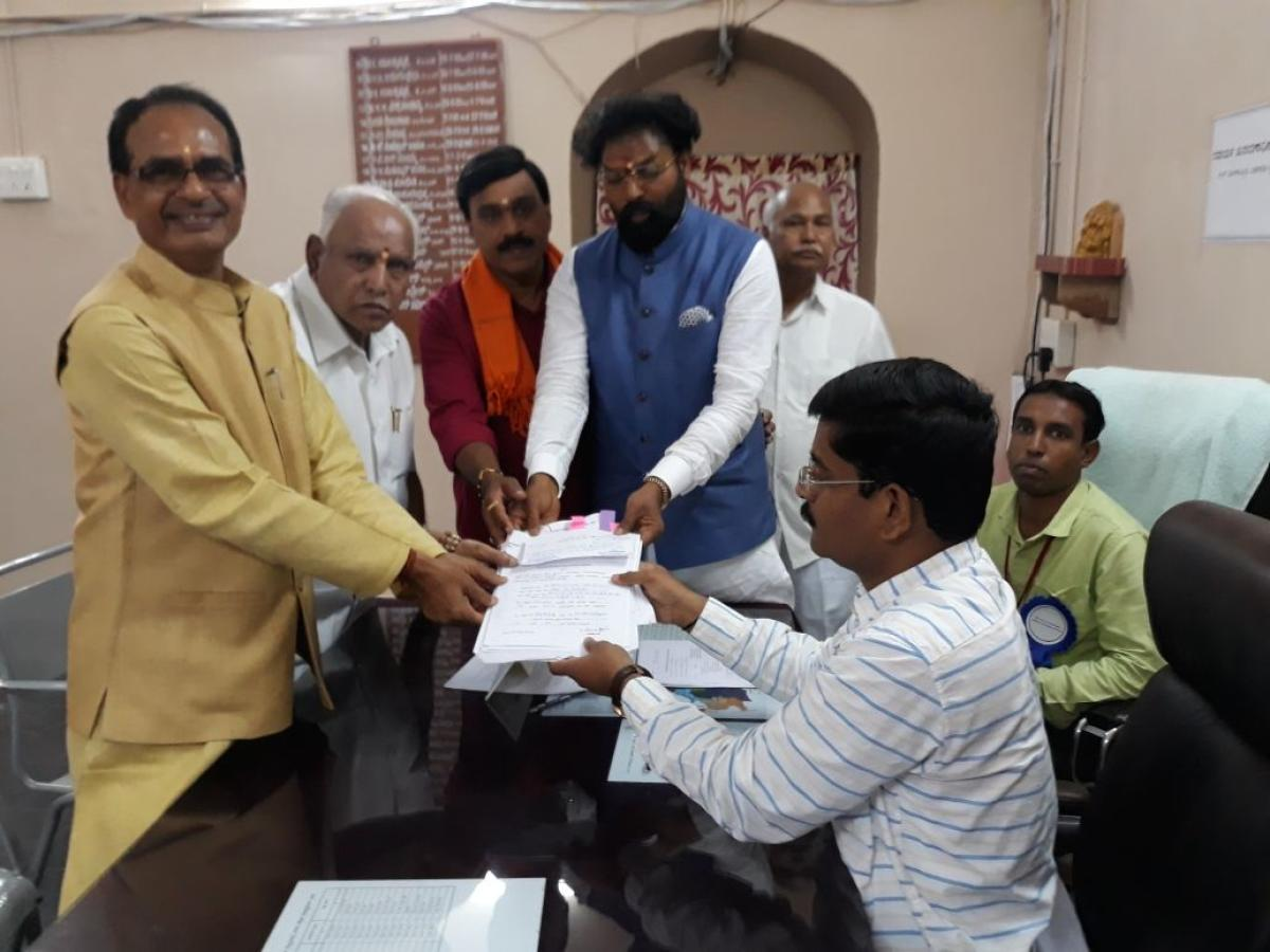 The BJP MP B Sriramulu files his nomination papers from Molakalmuru (ST) constituency in Chitradurga district on Saturday. Madhya Pradesh Chief Minister Shivraj Singh Chouhan, BJP state president B S Yeddyurappa, former minister and mining baron G Janardh