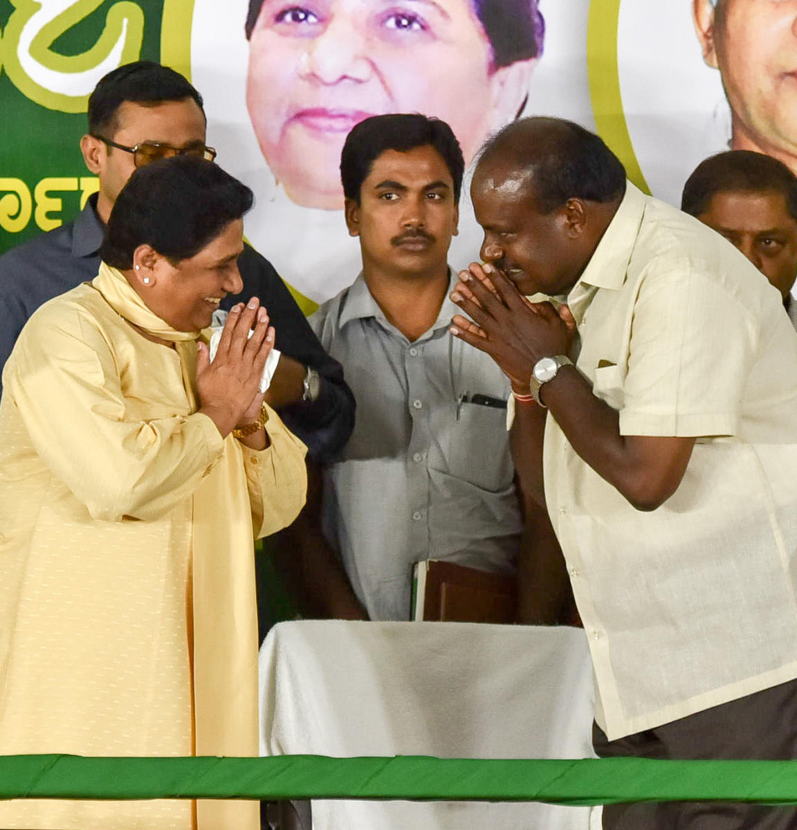BSP National President Mayawati and JD(S) State President H D Kumarswamy exchanging greeting during the 'Kumara Parva', jointly organised by JS(D) and BSP at Maharaja College Ground in Mysuru on Wednesday.-Photo by Savitha. B R