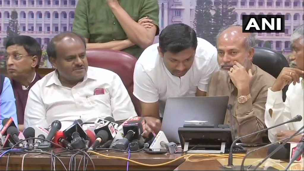 Karnataka CM HD Kumaraswamy releases an audio clip of a conversation allegedly between BJP State Chief BS Yeddyurappa and JDS MLA Naganagowda Kandkur's son Sharana where Yeddyurappa made an offer Rs 25 lakh and ministerial post for his father