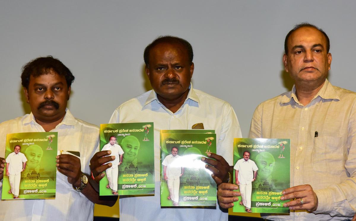 JDs State President H D Kumar Swamy releasing the JDs Party Manifesto, at J P Bhavan in Bengaluru on Monday 7th May 2018. Jds Leader T A Sharavana, B M Farooq, Kupendra Reddy Ramesh Babu and others are also seen. Photo/; B H Shivakumar