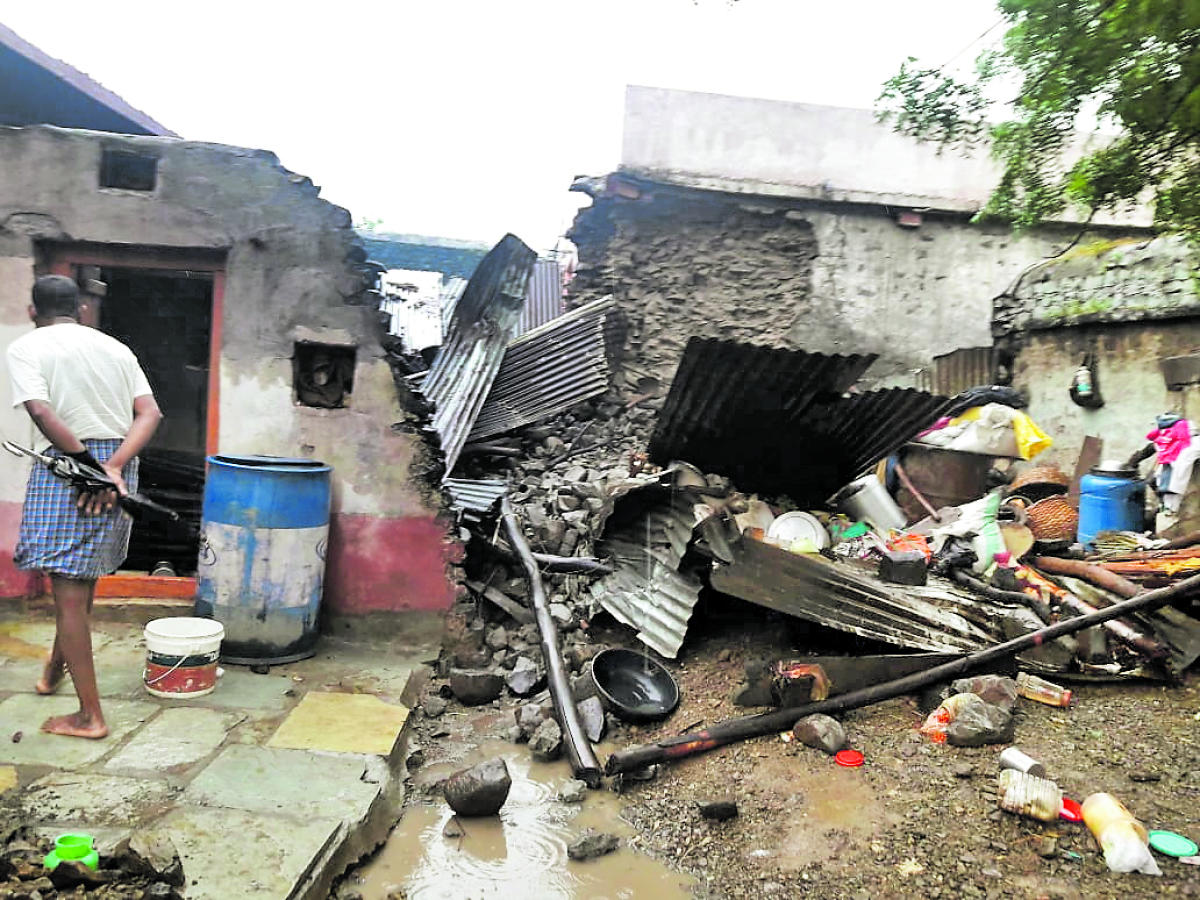 A portion of the wall of a house fell on the neighbouring one, killing three and injuring one at Hithal Sirur village, Aland taluk, Kalaburagi district, on Wednesday night. DH PHOTO