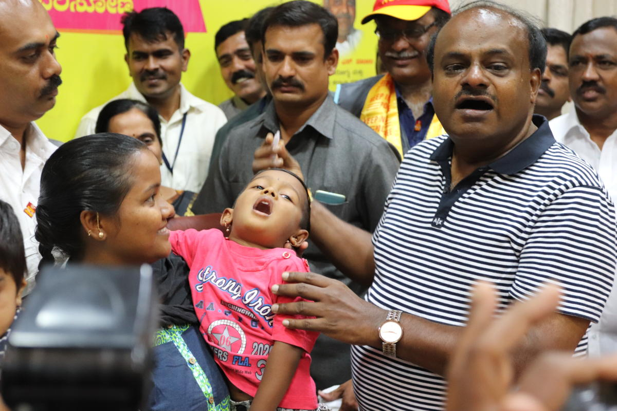 "Chief Minister H.D. Kumaraswamy administer a polio vaccine to a child at his official residence, ""Krishna"" in Bengaluru. (DH Photo)"