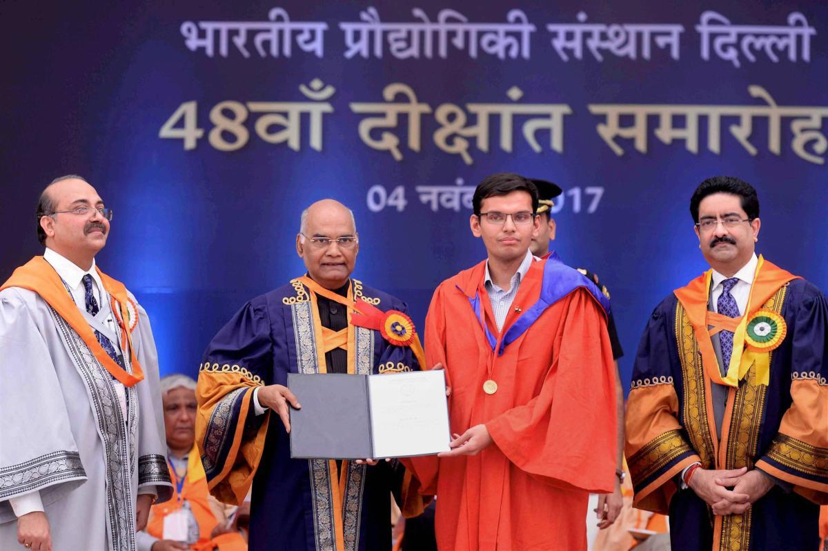 Kovind asks IIT Delhi to involve alumni to teach short courses