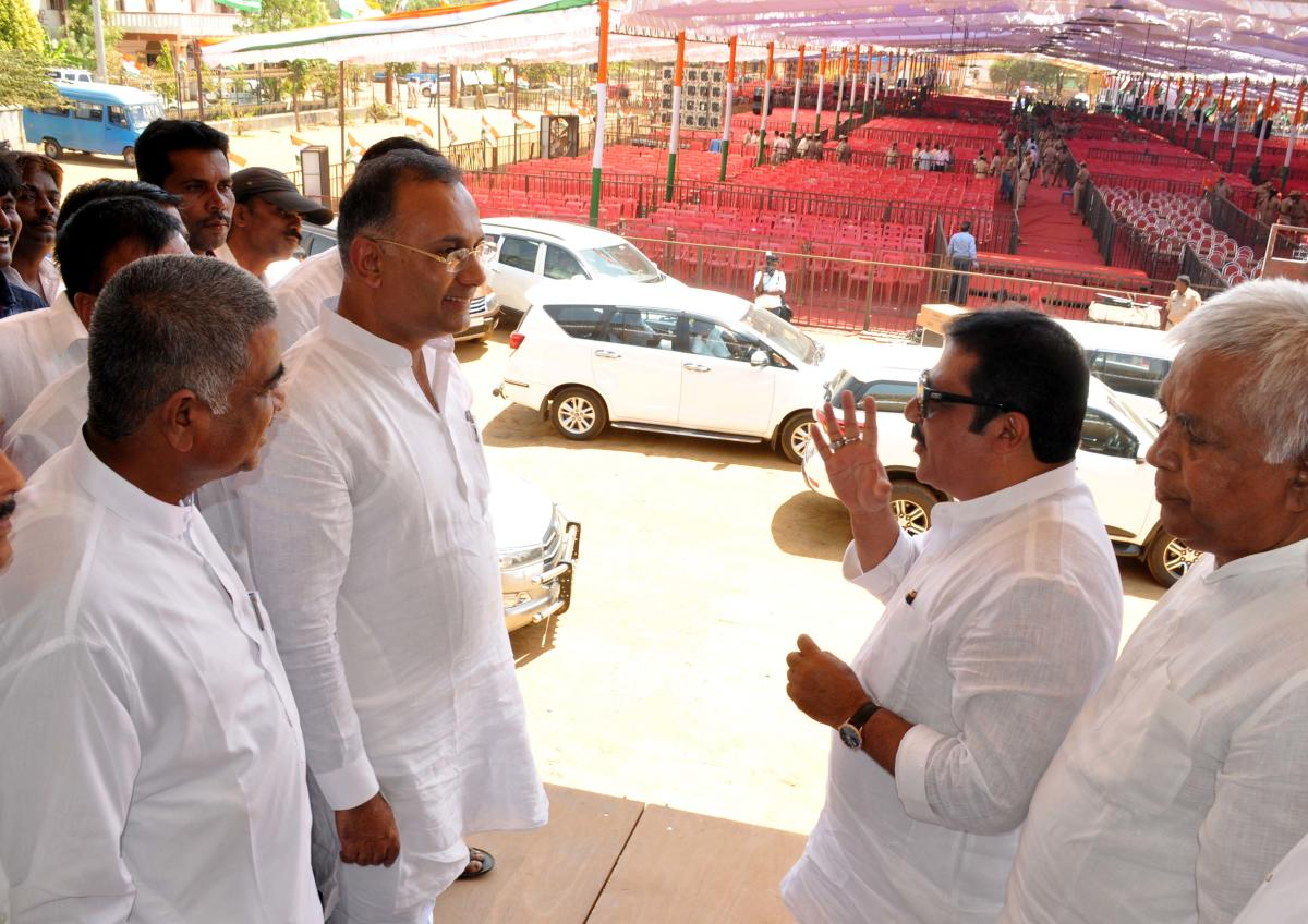 KPCC president Dinesh Gundu Rao and District Minister Zameer Ahmed Khan review last-minute preparations for the Parivarthan Rally to be addressed by AICC president Rahul Gandhi, at Municipal Grounds, in Haveri on Friday.