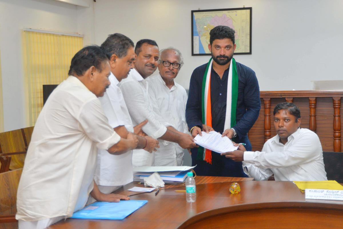 Congress candidate from Dakshina Kannada Lok Sabha constituency Mithun Rai submits nomination to Deputy Commissioner Sasikanth Senthil in Mangaluru on Monday. He was accompanied by former ministers Amarnath Shetty, Ramanath Rai, District in Charge Ministe