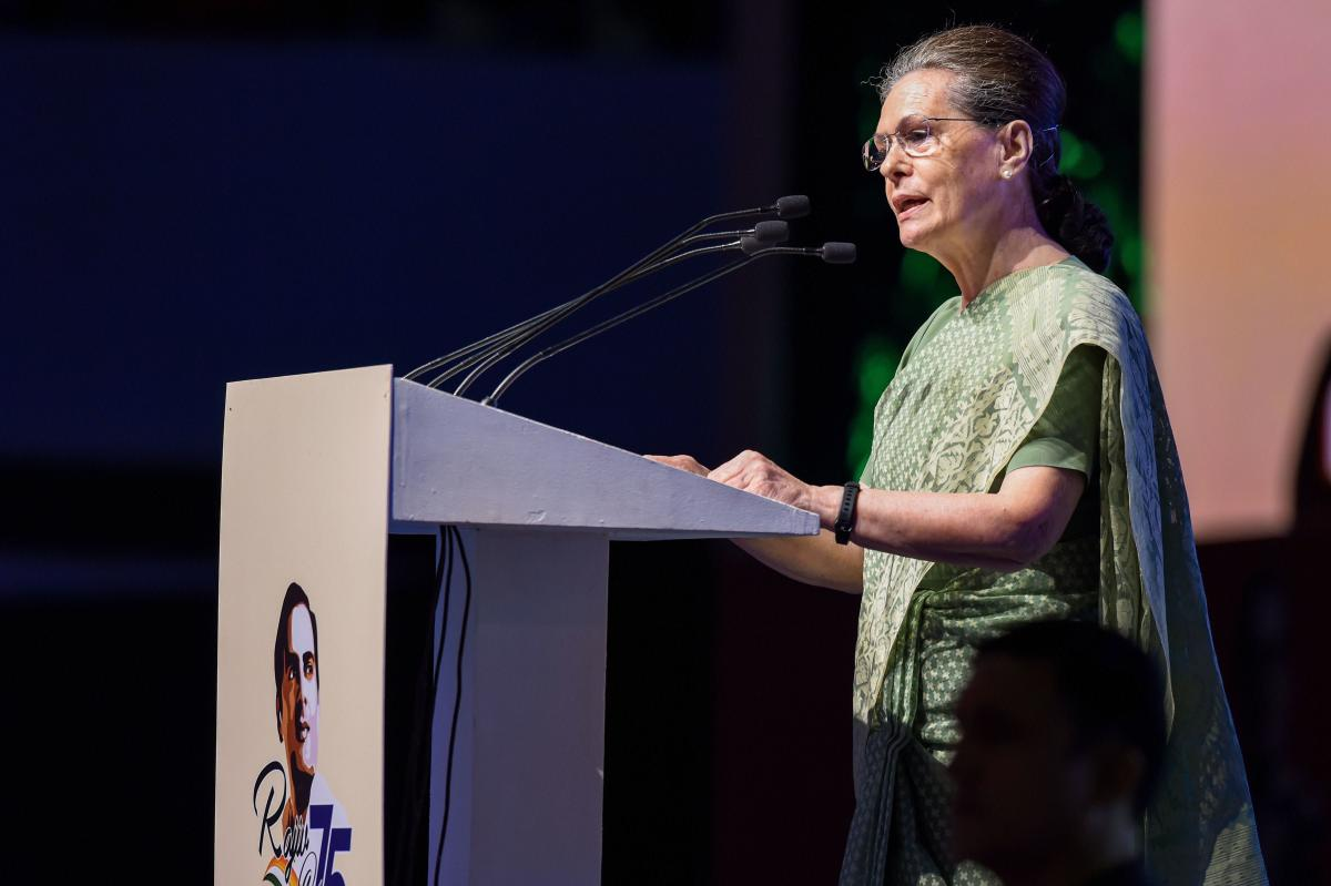 Rajiv did not use poll mandate to trample dissent:Sonia