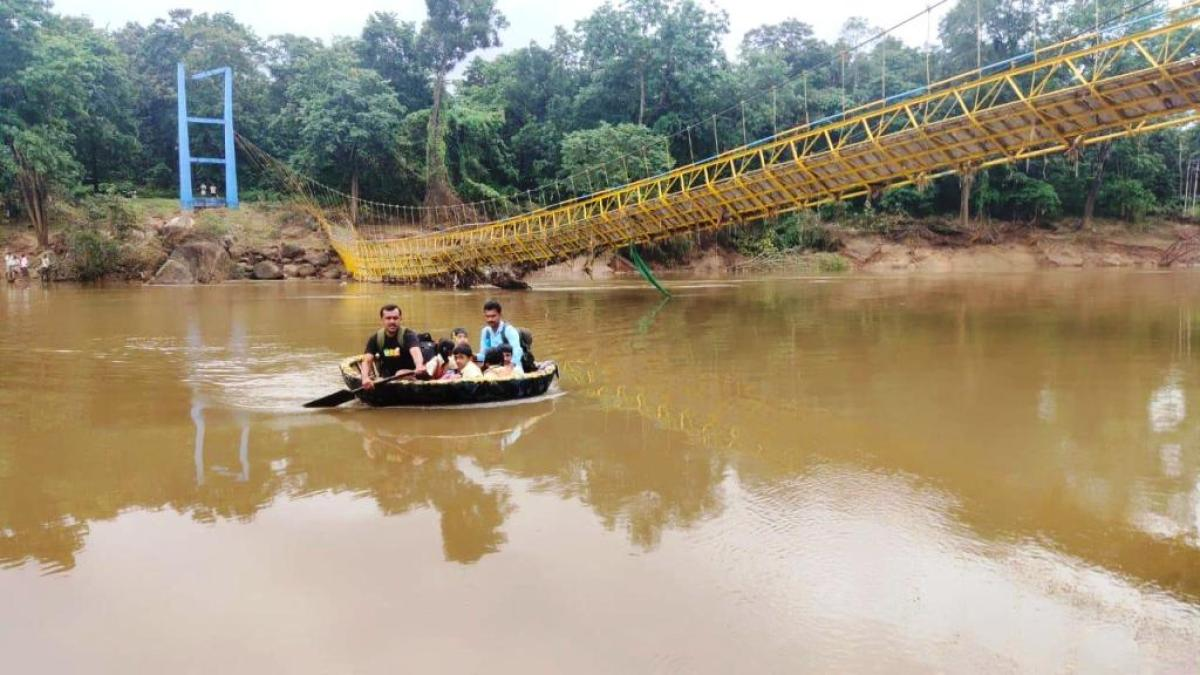 School children forced to cross river using coracle - Deccan Herald