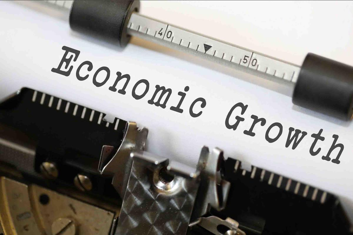 The survey forecasts an annual median GDP growth at 7.4% for 2018-19, with a minimum and maximum range of 7.1% and 7.5%, respectively.