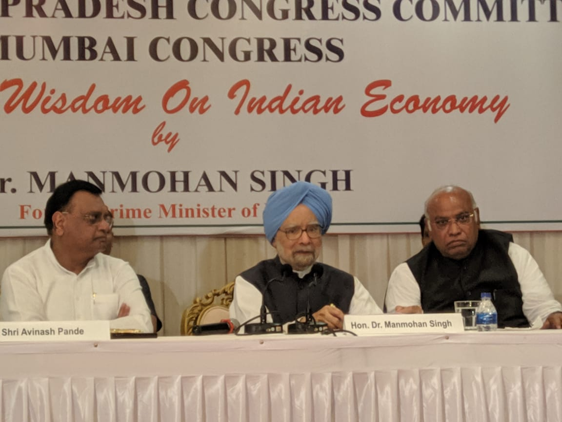 Passing buck to Cong does not work: Manmohan Singh