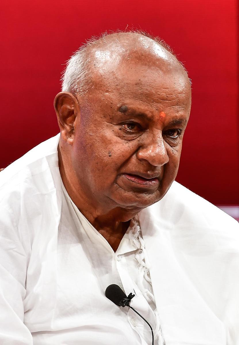 K'taka may go to polls after Maha, Haryana: Deve Gowda