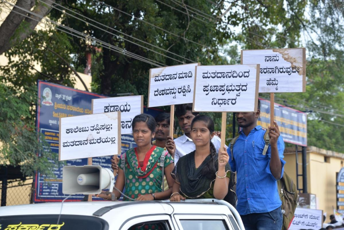 College students take out a rally to create awareness on the importance of voting in Ballari on Wednesday. dh photo