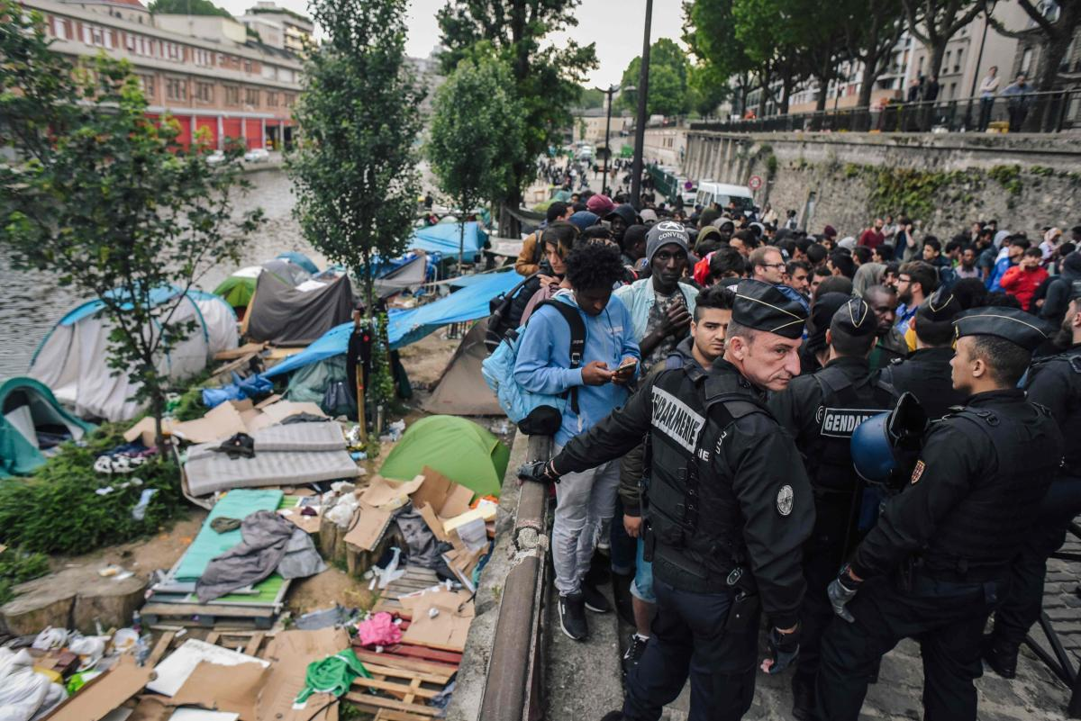 French police clear migrant camp in Paris | Deccan Herald