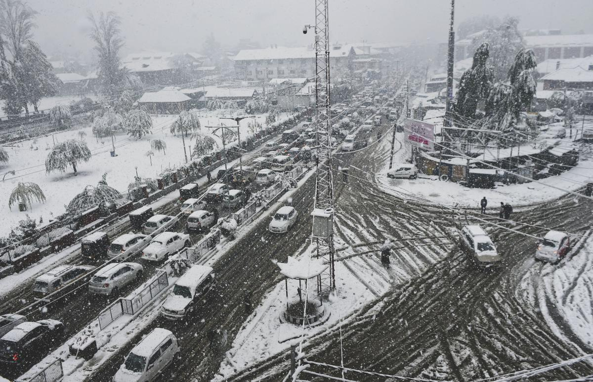 J&K highway closed for second consecutive day