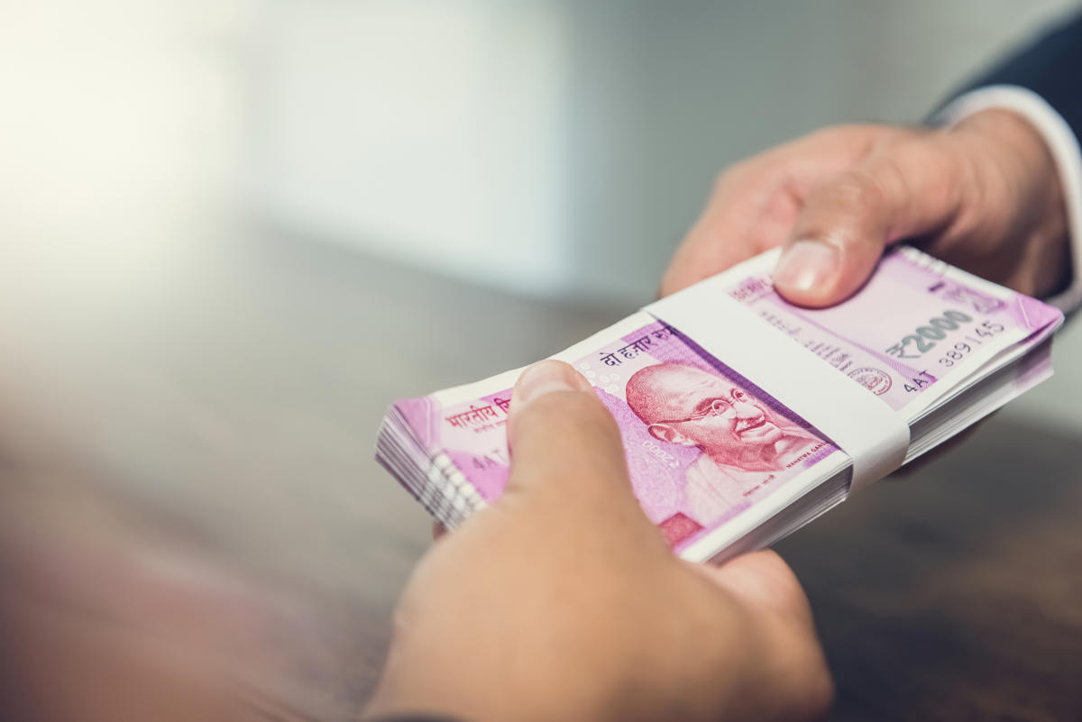 Rupee slips 11 paise to 71.33 against US dollar - Deccan Herald thumbnail