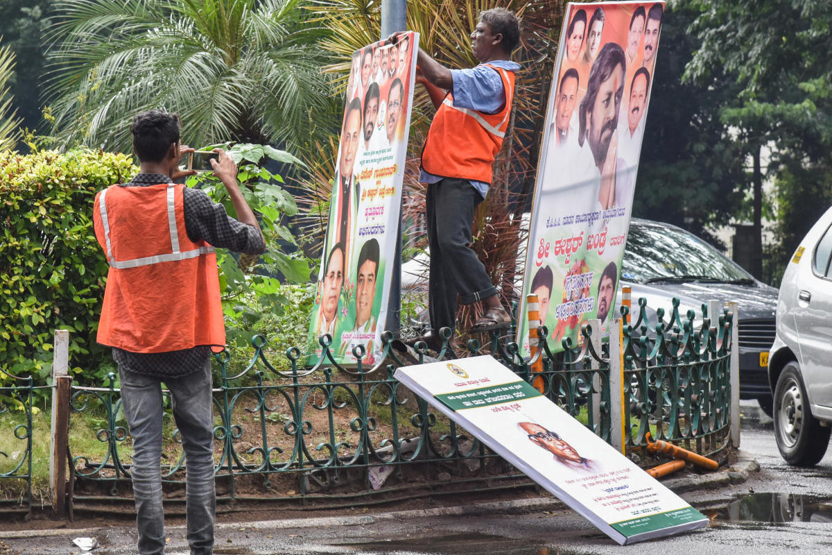 BBMP workers removing flexes around Vidhana Soudha in Bengaluru on Monday. DH Photo/S K Dinesh