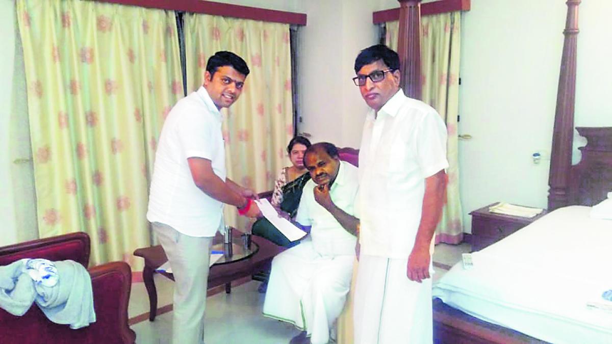 Belthangady MLA Harish Poonja submits a memorandum to Chief Minister H D Kumaraswamy at Dharmasthala on Monday night.