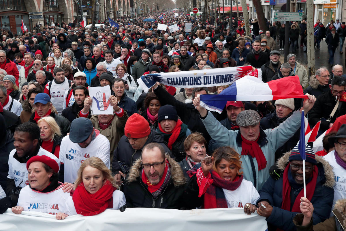 """Opponents to the """"yellow vests"""" violent behaviour, take part in a demonstration by the """"red scarves"""" movement in Paris, France. (Reuters Photo)"""