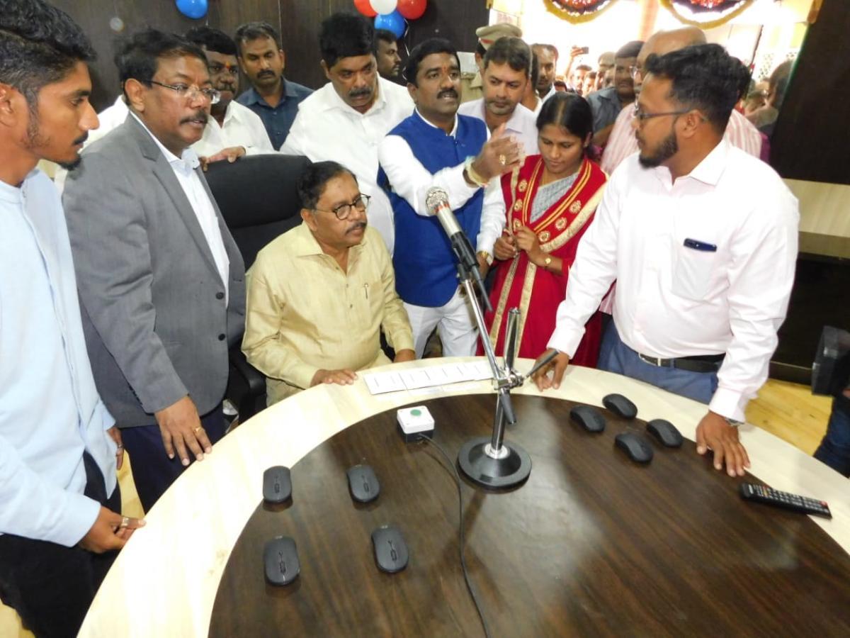G Parameshwara, Deputy Chief Minister speaks at the inauguration of Shankar Mutt ward development programme on Monday. Mayor Gangambike Mallikarjun, BBMP ruling party leader M Shivaraju and BBMP Commissioner N Manjunath Prasad are also seen.