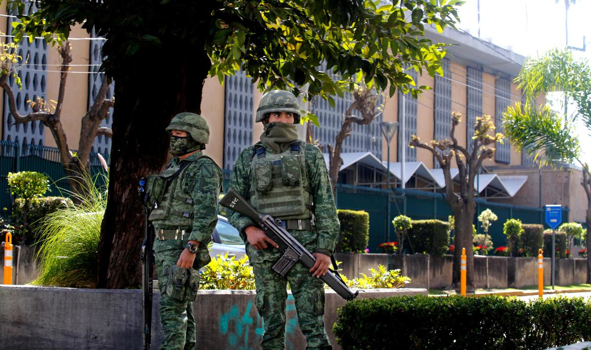Members of the Mexican Army stand guard outside the US Consulate in Guadalajara, Mexico on December 01, 2018, after an attack with an explosive device left a wall damaged but nobody injured. (AFP Photo)