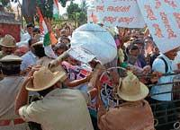 Congress stages protest against Minister for Energy