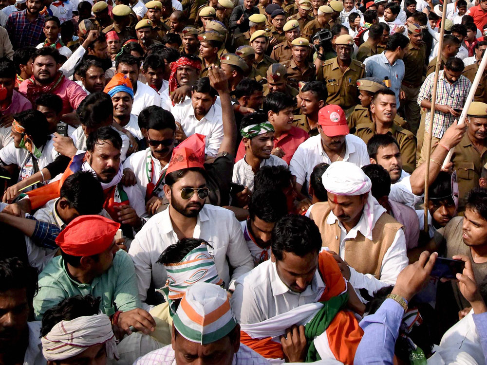 Volunteers fan out across Varanasi for SP-Cong alliance