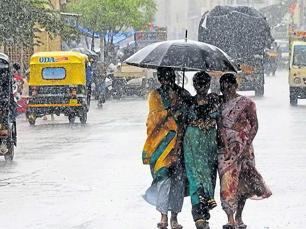 Intermittent showers lash parts of Karnataka