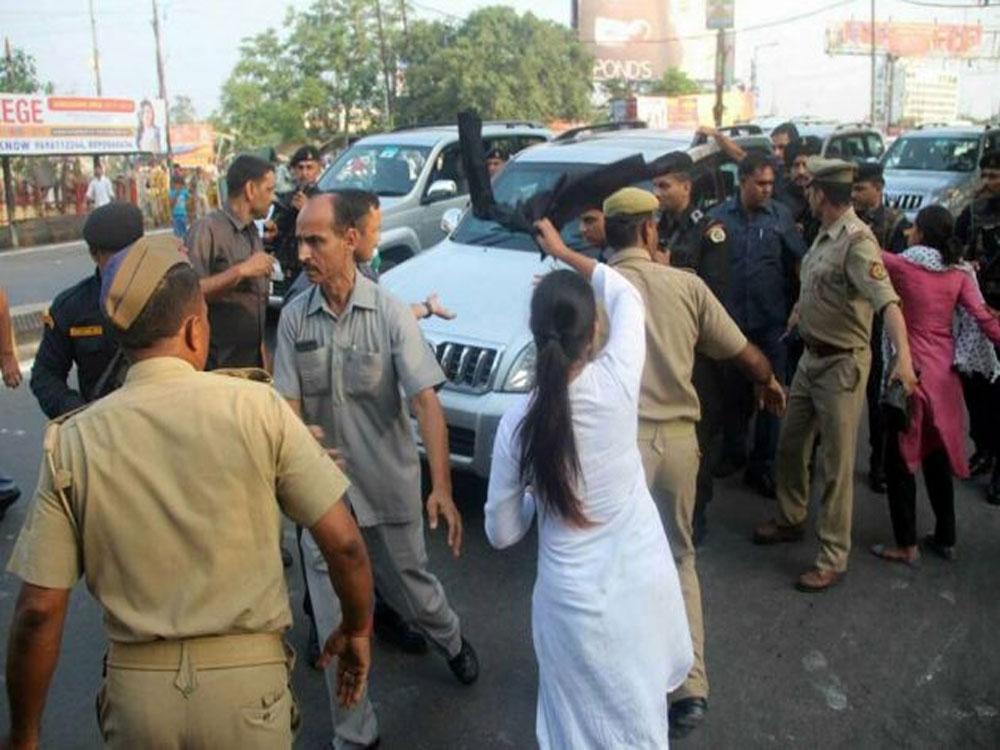 Students denied bail for showing black flags to Adityanath