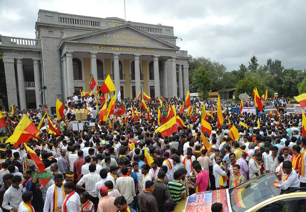 Pro-Kannada bodies call for K'taka bandh on Jun 12 on loan waiver, water issues