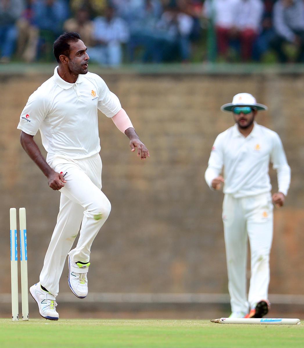 Mithun takes five to demolish Delhi, Karnataka gain innings lead