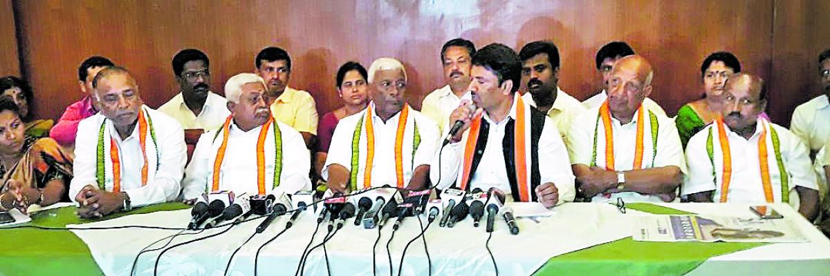 Vokkaligas will bat CM in Chamundeshwari segment: Cong leaders
