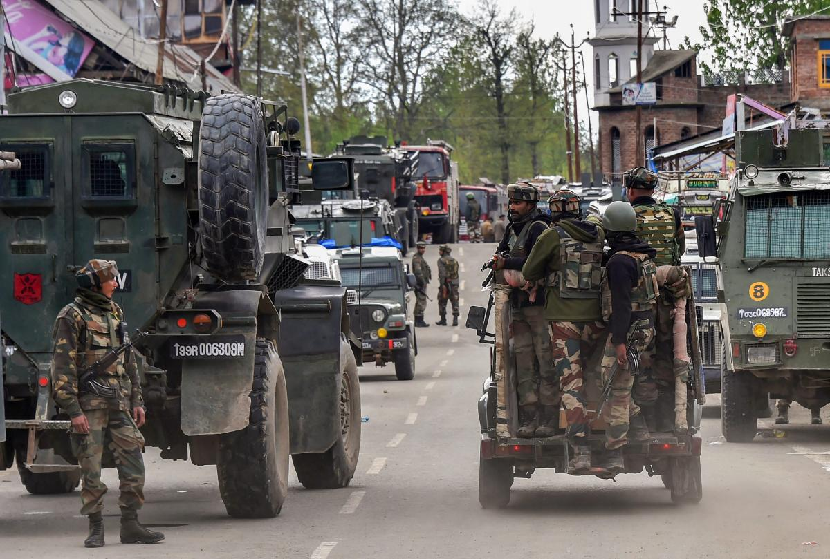 Grenade attack in Pulwama, two cops injured