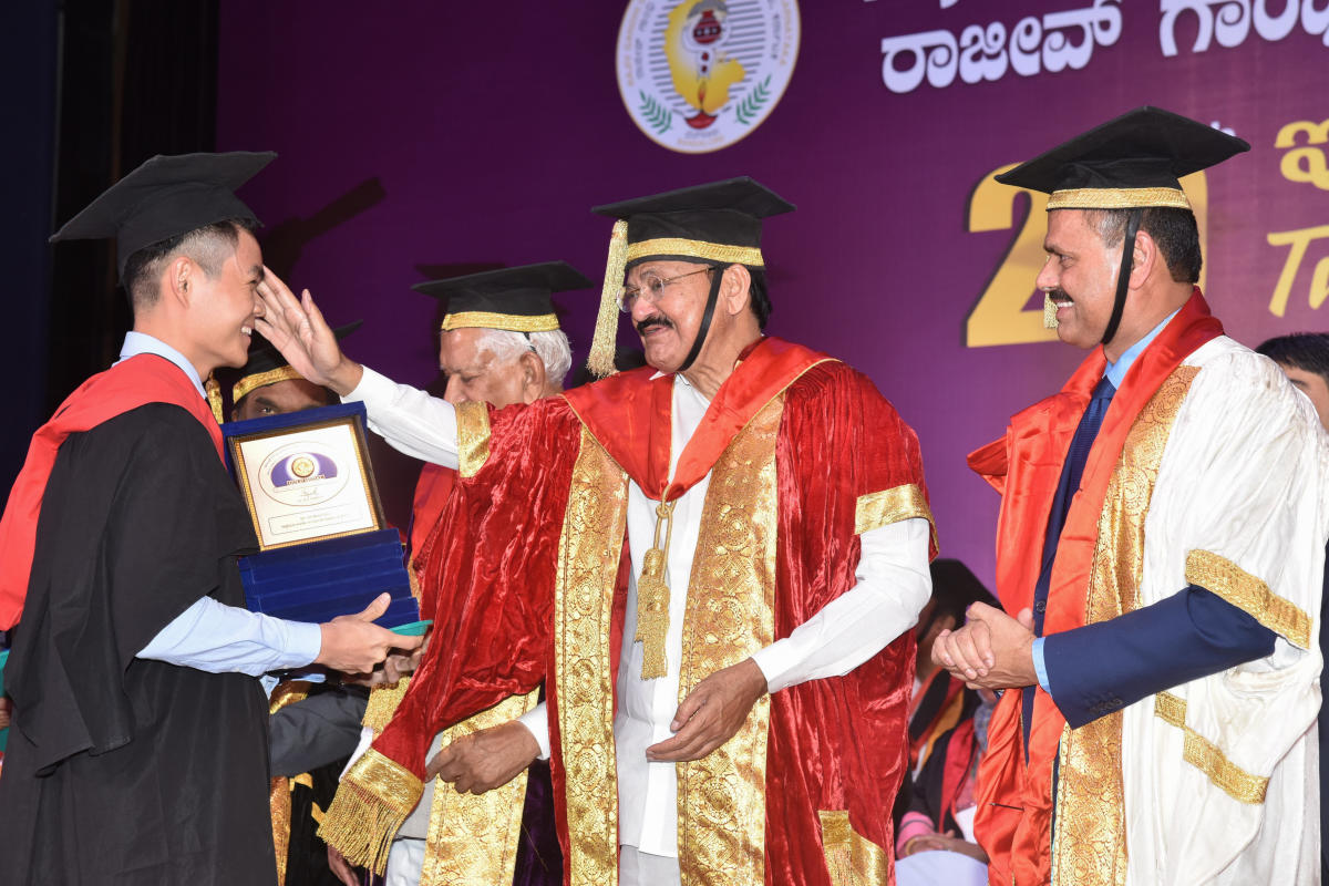 Take pride in regional identity, also have 'desh bhakti,' Venkaiah to medicos