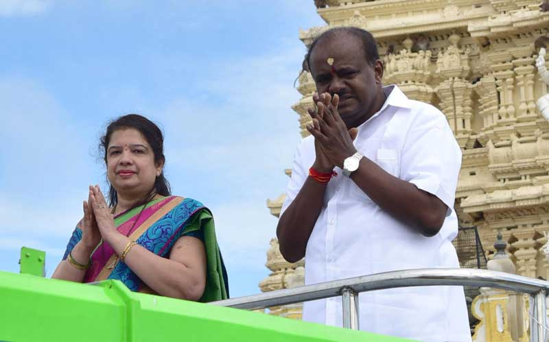 With Chandrashekar's departure from the contest, Anitha, wife of Chief Minister H D Kumaraswamy, is facing the elections alongside five other independent candidates. (DH File Photo)