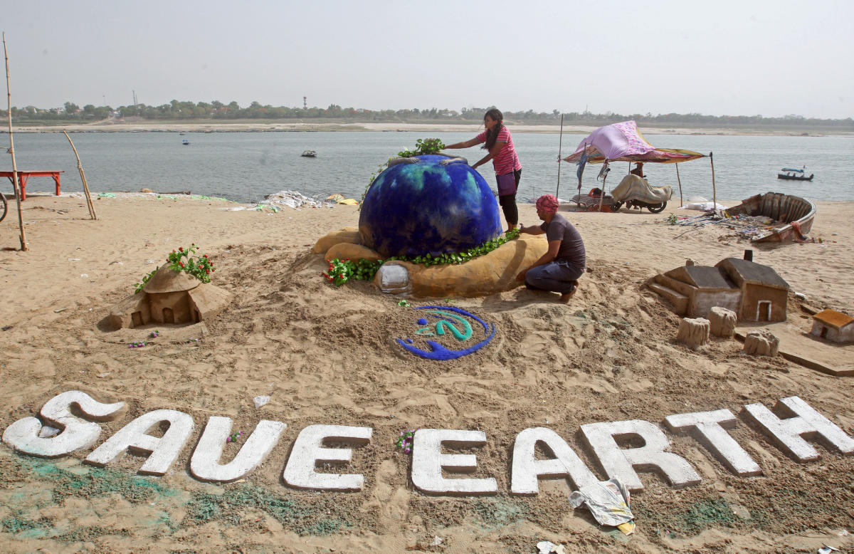 Students make a sand sculpture on the Earth Day, on the banks of the river Yamuna in Allahabad. Reuters.