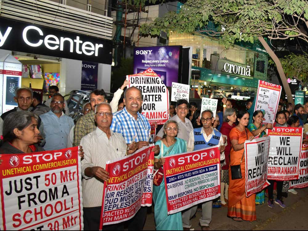Indiranagar residents protesting against illegal rooftop bars. DH photo.