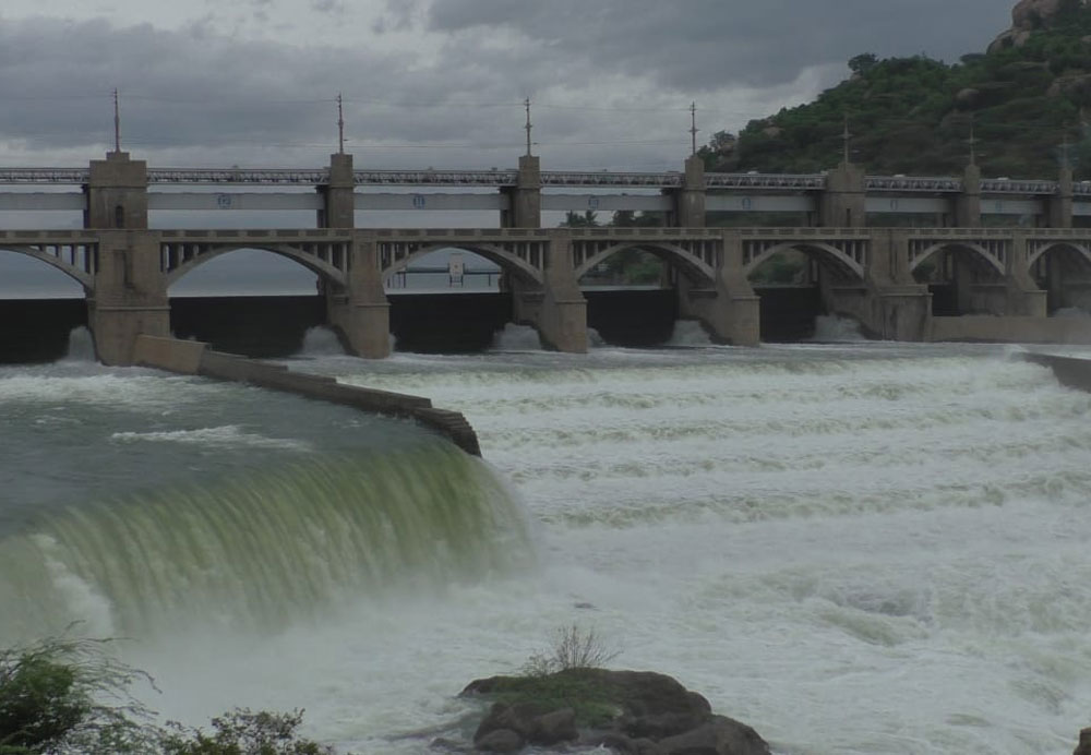 With the water inflow from the Kabini and KRS dams in Karnataka reaching an all-time high of 1.35 lakh cusecs, the water being released from the Mettur dam has been increased to 1.25 lakh cusecs.