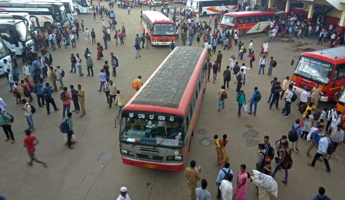 The BMTC and KSRTC buses, as well as Namma Metro, continued to operate. (DH Photo)