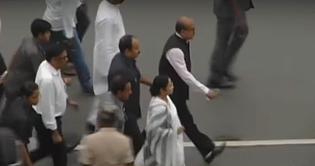 A TV grab of West Bengal Chief Minister Mamata Banerjee walking to the venue of the swearing-in ceremony of her Karnataka counterpart, H D Kumaraswamy, in Bengaluru on Wednesday.