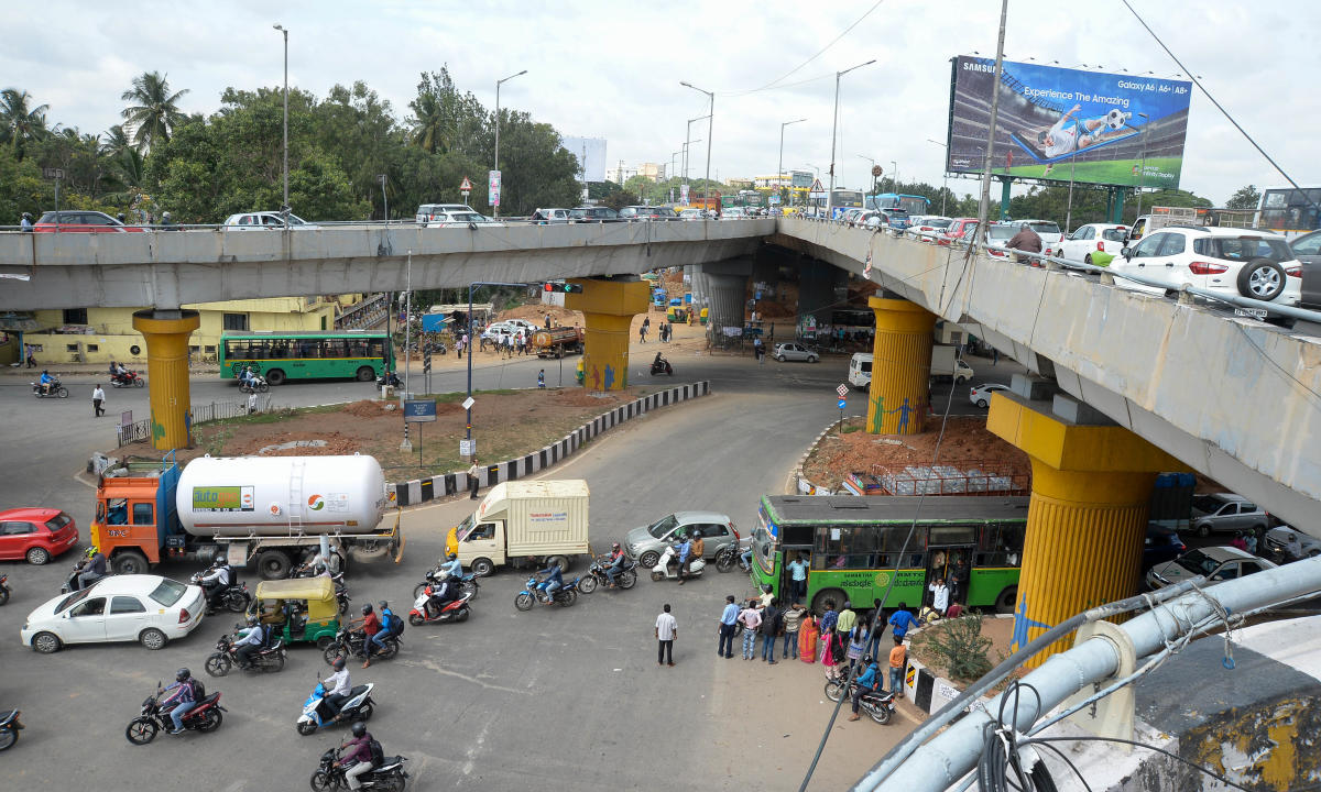 MONEY MATTERS: The BDA wants Rs 145 crore to build two loops: from the airport to the city and from KR Puram to the airport. DH FILE PHOTO