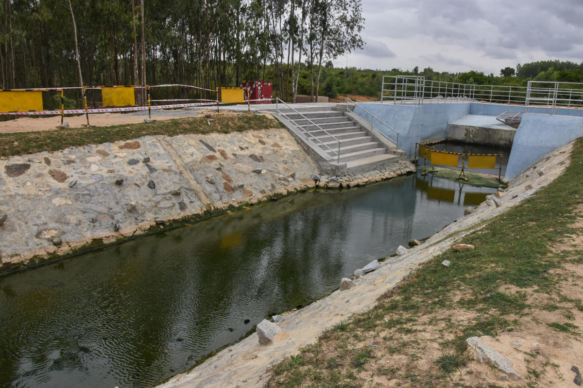 Water pumping is stopped after seen foam in water near lake, Residents urged BWSSB and Minor Irrigation Department, KC Valley project, upgrade water treatment after pump the water to Laksmisagara lake at Kolar district on Thursday. Photo by S K Dinesh