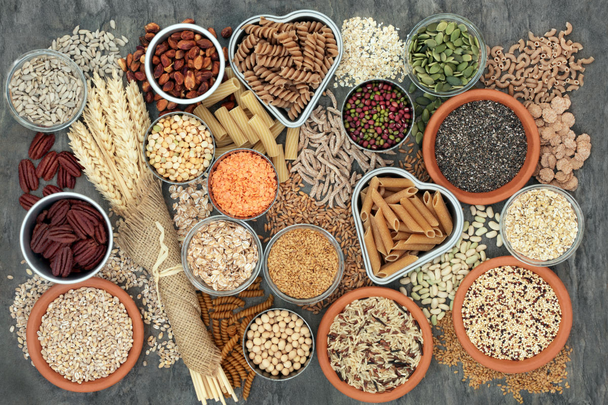 Whole wheat pasta, legumes, nuts, seeds, cereals, grains and wheat sheaths are high in omega 3, antioxidants and vitamins.
