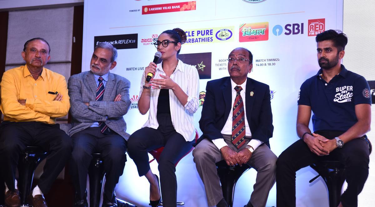 Cine star and KPL brand ambassador Ragini Dwivedi addresses a press conference in Hubballi on Friday. Raghuram Bhat, Santosh Menon, Baba Bhusad and Vinay Kumar look on.