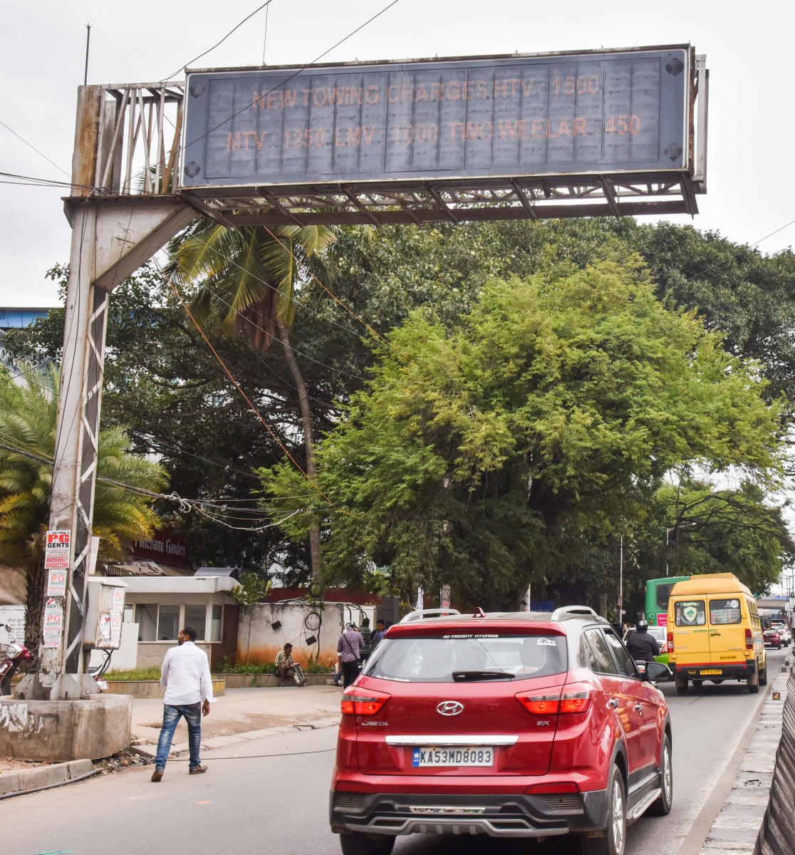 A variable message system (VMS) installed by the traffic police in Bengaluru. DH photo