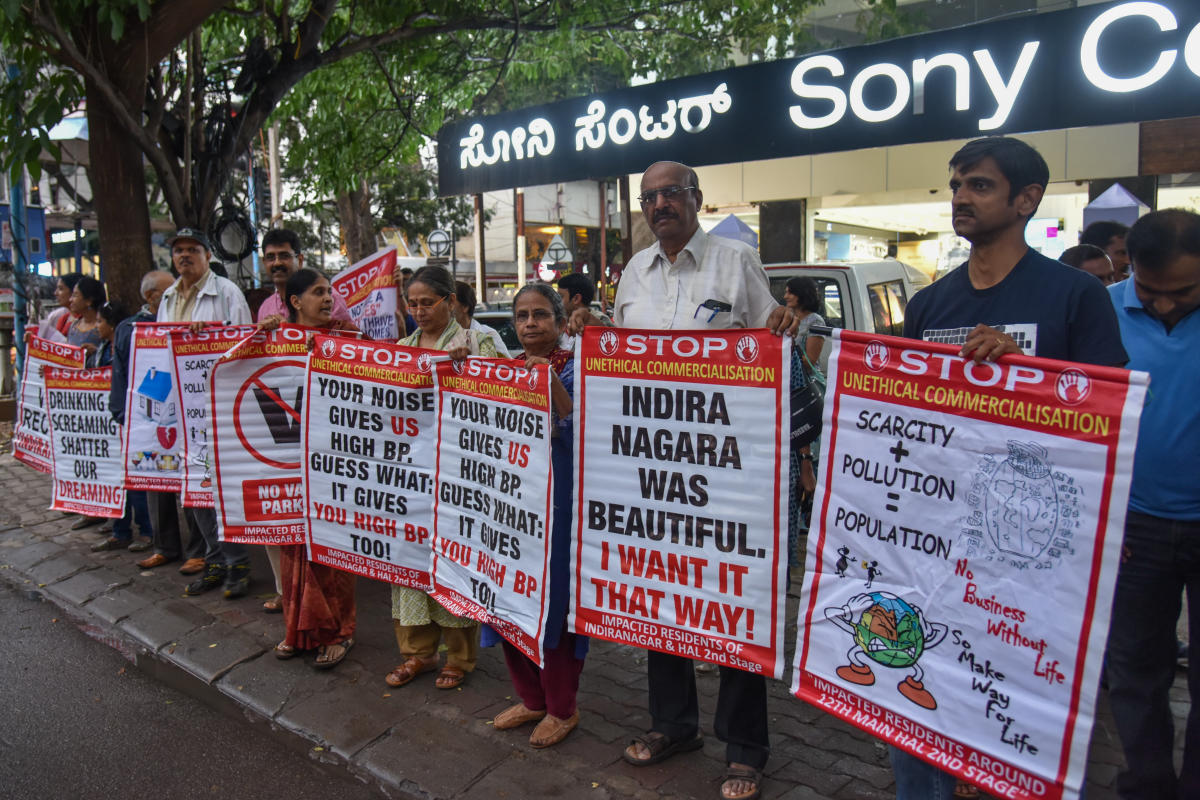 Residents protest in Indiranagar on Saturday against the commercialisation of residential areas. DH PHOTO/S K Dinesh
