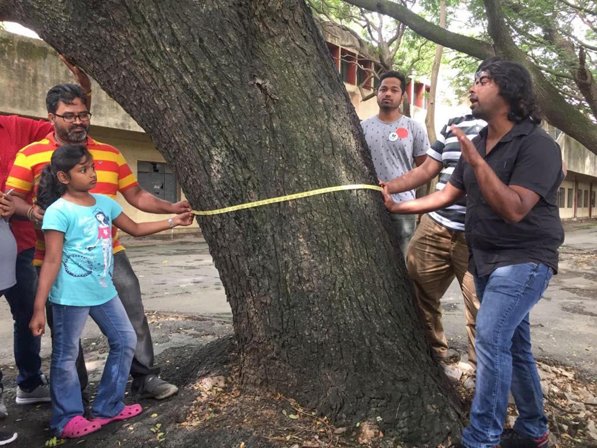 Volunteers census the trees in front of BDA complex, Indiranagar organised by iChange Indiranagar, Vruksha, United Bengaluru.