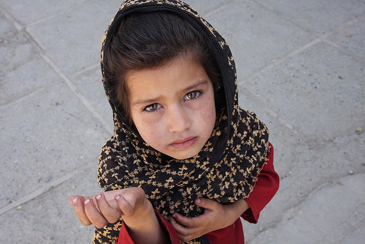Girl begging (wikimedia commons)