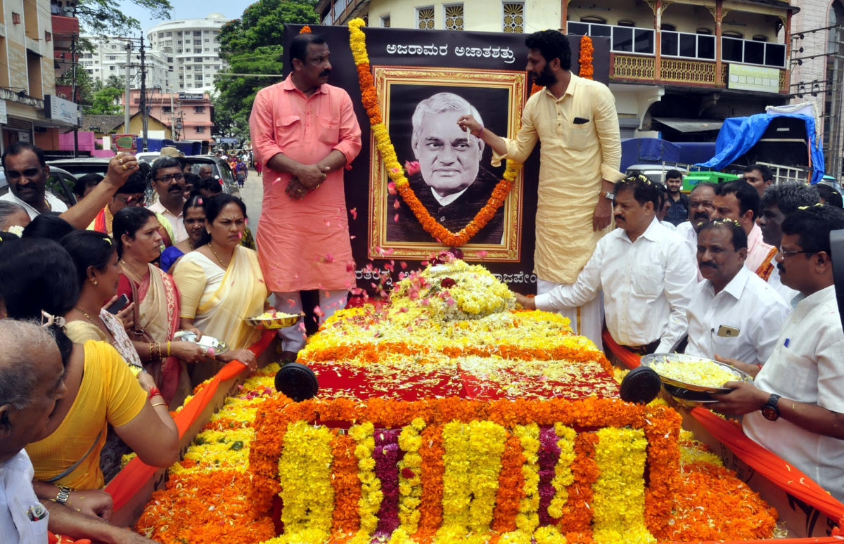 The ashes of former prime minister Atal Behari Vajpayee being taken out in a procession in Udupi on Saturday.