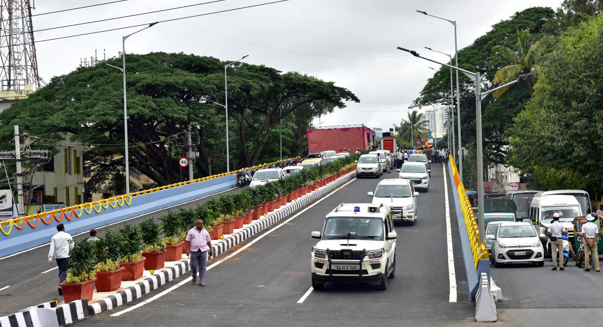 The flyover at Manjunath Nagar junction on Chord Road which was thrown open to public on Monday. DH Photo